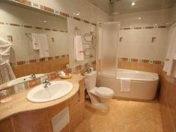 Ремонт и отделка ванной: дизайн совмещенной ванной и туалета.