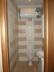<p><em><strong>Ремонт и отделка туалета: дизайн узкого туалета. </strong></em></p>