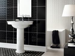 Черный кафель в ванной. Ремонт и отделка.