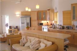 <p><em><strong>Проект гостиной объединённой с кухней в квартире.</strong></em></p>