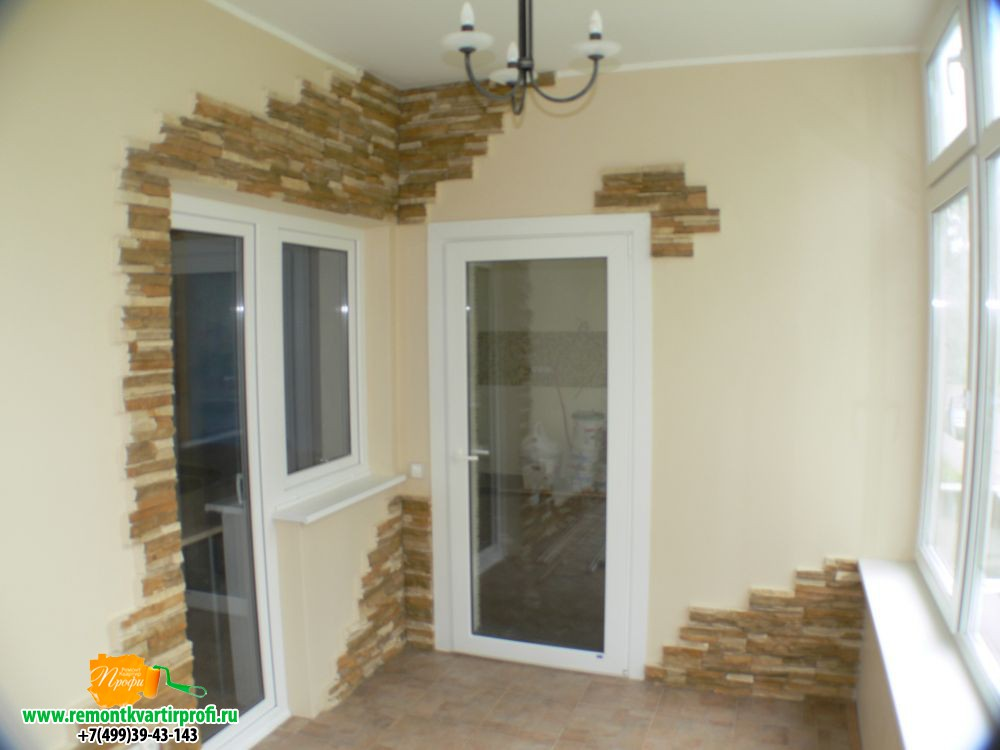 Комбинирование декоративного камня на балконе и лоджии..