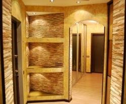 <p>Ремонт квартир: большое зеркало в прихожей</p>