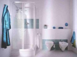 <p>Интерьер ванной комнаты совмещенной с туалетом</p>
