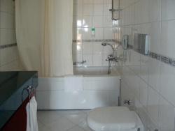 <p>Ванная совмещенная с туалетом дизайн 4 кв</p>