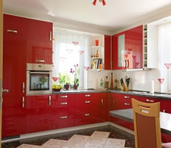 Ремонт и отделка: дизайн кухонь гостиных. В данном варианте - красная мебель.