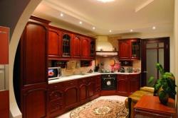 Ремонт и отделка кухни: дизайн уютной кухни в теплых тонах.