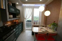 <p><em><strong>Ремонт и отделка кухни: дизайн уютной узкой кухни.</strong></em></p>