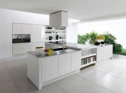 Ремонт и отделка кухни: современная кухня в коттедже.