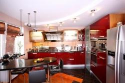<p><em><strong>Ремонт и отделка: Дизайн маленькой современной кухни.</strong></em></p>